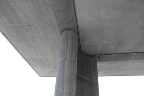 0061:広島平和記念資料館 大梁に沿ってカーブした柱
