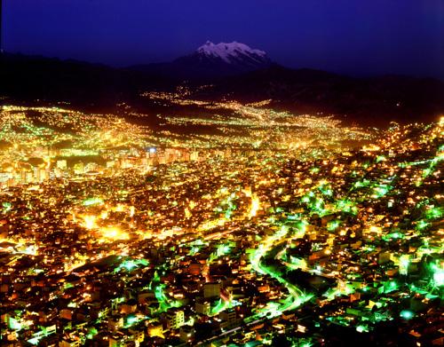 南米ボリビア共和国の首都ラパスの夜景