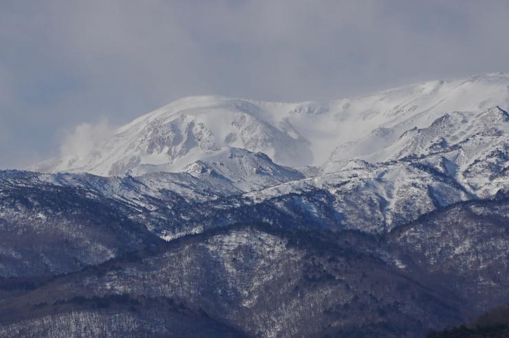雪の一切経山