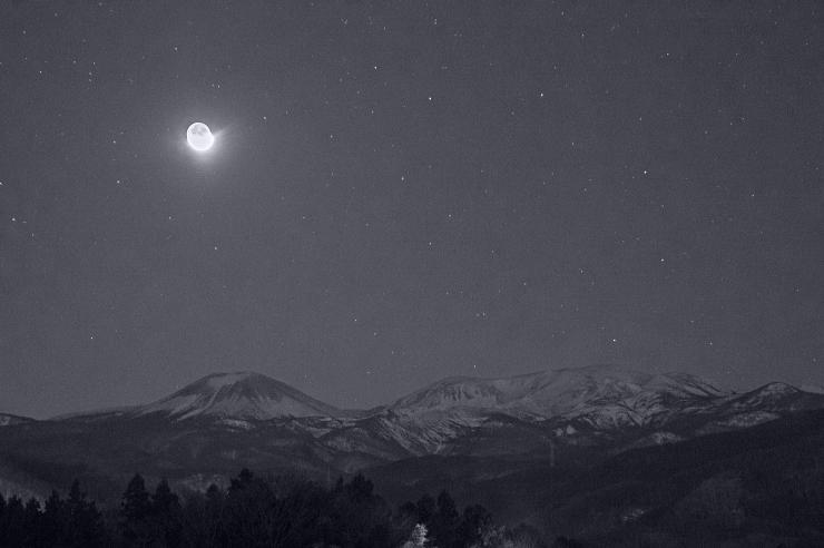 三日月の地球照と吾妻山