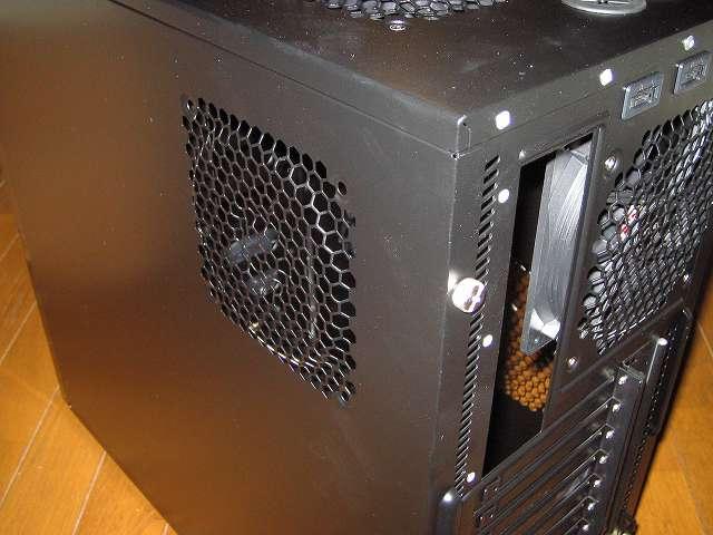 PC ケース Antec Three Hundred Two AB PC ケース側面 サイドパネル(裏配線側) 120mm ファン取り付け可能