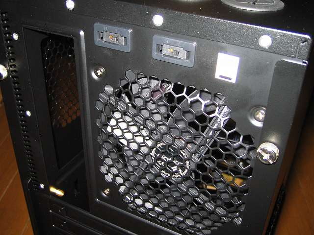 PC ケース Antec Three Hundred Two AB PC ケース背面 バックパネル、120mm ケース付属リア TwoCool ファン