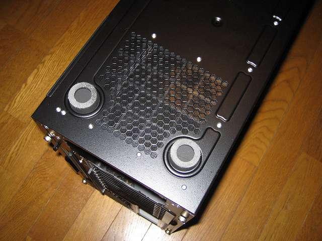 PC ケース Antec Three Hundred Two AB PC ケース底面 ボトム 大型シリコンゴム 2か所(PC ケースバック側)、ダストフィルター(メッシュ)