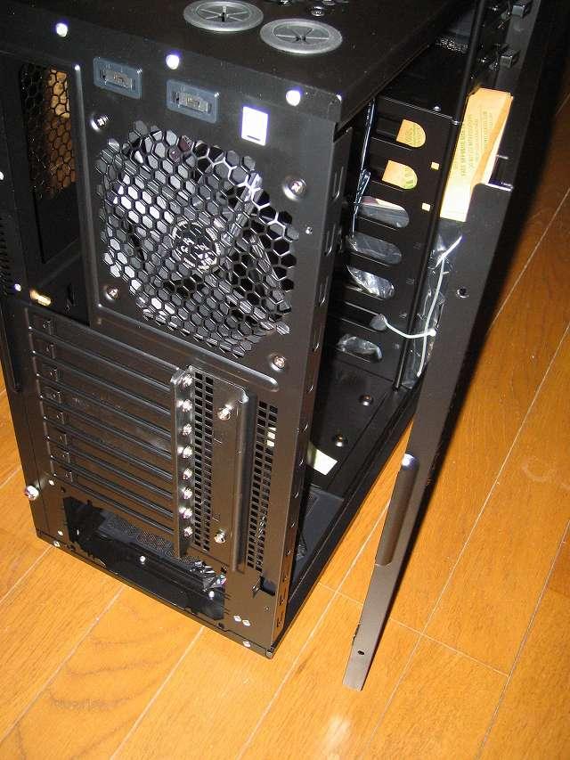PC ケース Antec Three Hundred Two AB サイドパネル(パーツ収納面側)オープン