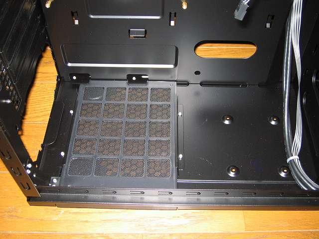 PC ケース Antec Three Hundred Two AB ダストフィルター、2.5インチデバイス用ネジ穴 4か所