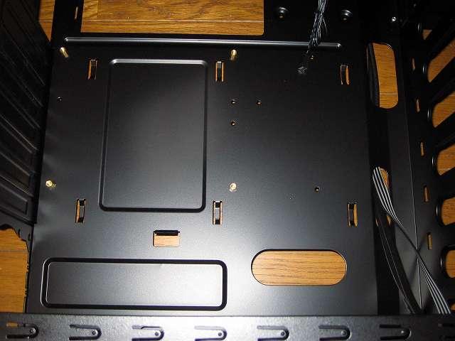 PC ケース Antec Three Hundred Two AB マザーボードベース、ケーブルホール