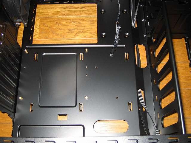 PC ケース Antec Three Hundred Two AB マザーボードベース 全体