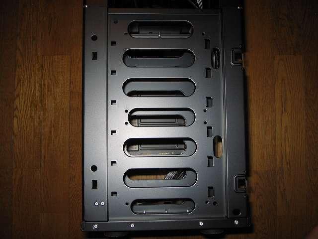 PC ケース Antec Three Hundred Two AB 3.5インチドライブベイ ケースフロント(正面側)(フロントファン設置場所)