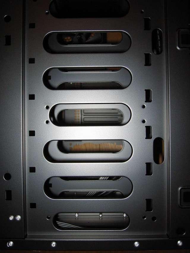PC ケース Antec Three Hundred Two AB 3.5インチドライブベイ ケースフロント(正面側)(フロントファン設置場所 ネジ穴 8か所)