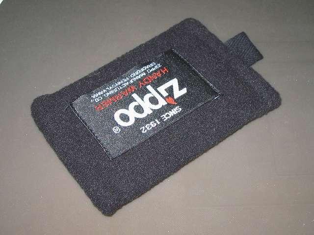 ハンディウォーマー本体を収納した Zippo ハンディウォーマー用 フリース袋 ZHF-BK