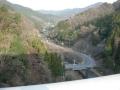 160206天理ダム堰堤から下を見下ろす