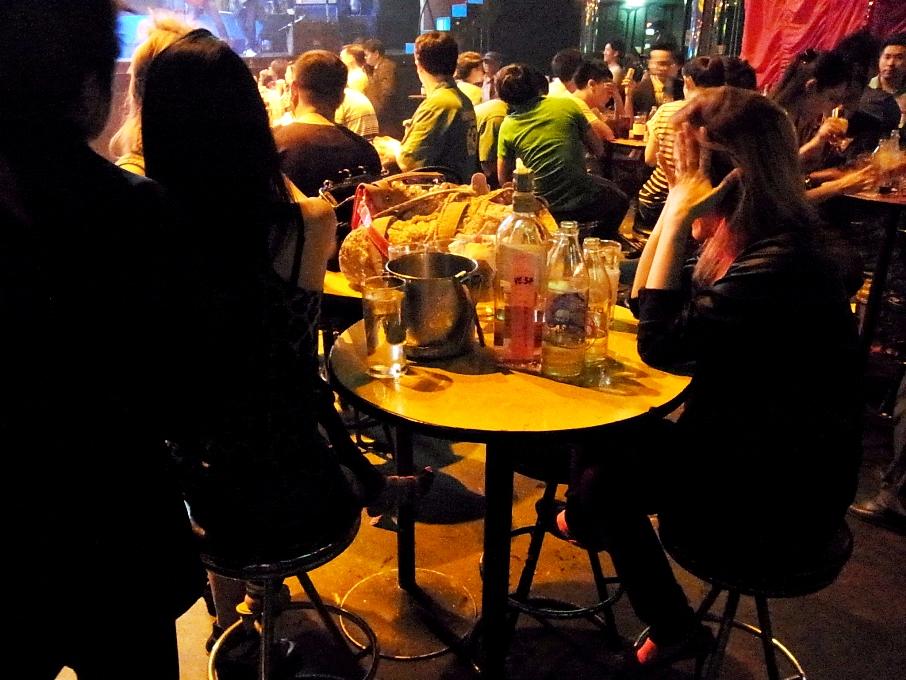 タイではビールよりもウィスキーを飲む傾向にある。