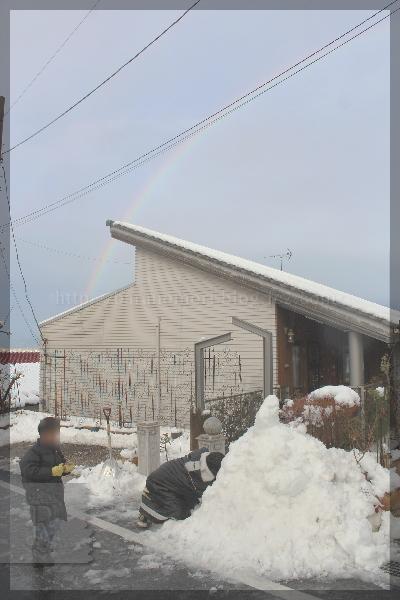 雪の日 ソリ かまくら 20160118 虹