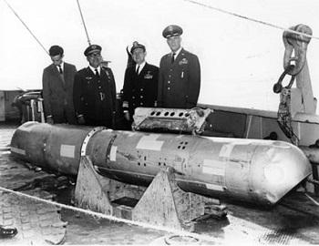 引揚げられた水爆。スペイン