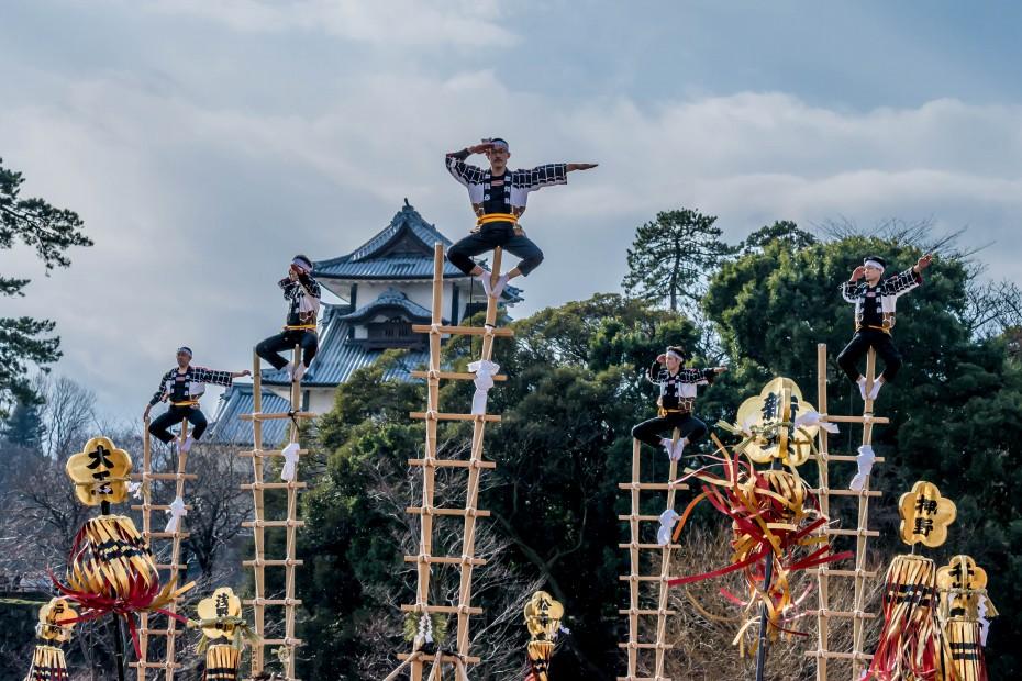 2016.01.10金沢市の消防出初式_加賀鳶梯子登り1