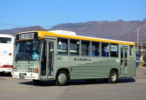 山梨200か・591 F3552