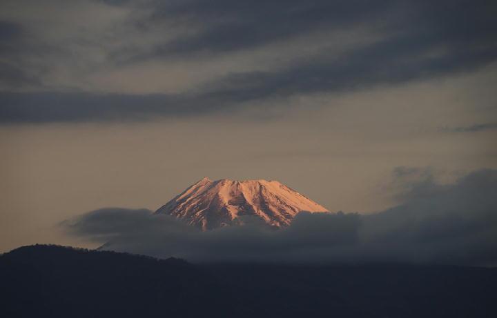 12月20日 6-46 今朝の富士山