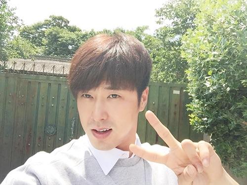 151106韓国公式ユノ