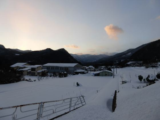 夕暮れの猿ヶ京温泉地区・三国峠方面を望む