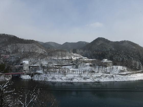赤谷湖のほとりにある猿ヶ京温泉