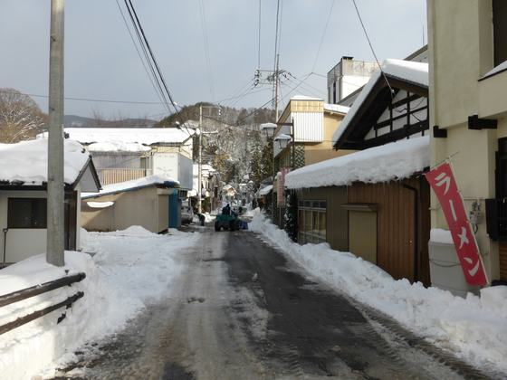 雪に埋もれる猿ヶ京温泉街