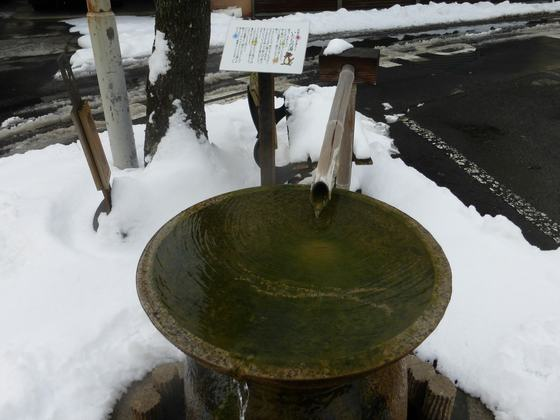 温泉街には手湯なんかもある