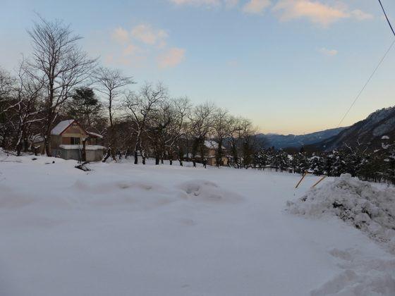 旅館近くから見る猿ヶ京温泉の夕暮れ