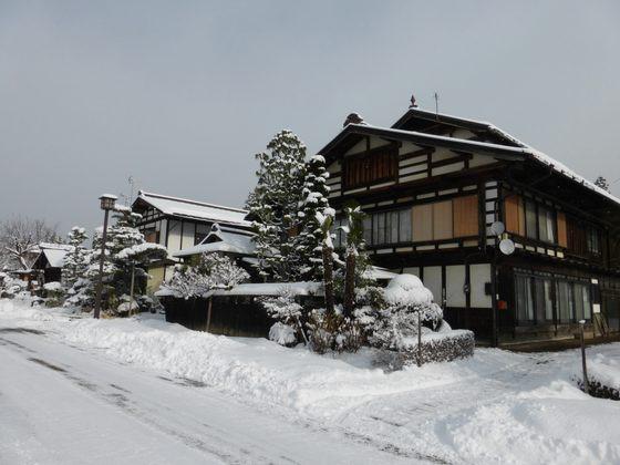 """「歴史国道」として選定された須川宿の""""宿場通り"""""""