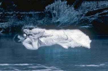 『アンジェリカの微笑み』ドウロ河の上をふたりが飛んでいく。とても懐かしい感じがする場面。