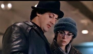 『ロッキー』 ロッキーとエイドリアンのふたり。エイドリアンは最初こんな感じ。メガネを外しても劇的にかわいいというわけでは……。