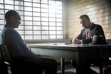 スティーヴン・スピルバーグ 『ブリッジ・オブ・スパイ』 ルドルフ・アベル(マーク・ライアンス)とジェームズ・ドノバン(トム・ハンクス)。ソ連のスパイを演じたマーク・ライアンスがとてもよい。
