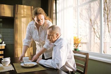 アンドレイ・ズビャギンツェフ 『エレナの惑い』 朝食のシーン。セット撮影とは思えなかった。