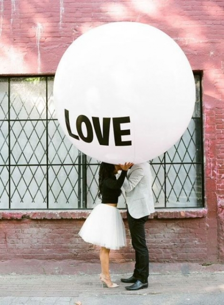 24-Romantic-Valentine's-Day-Engagement-Photo-Ideas5