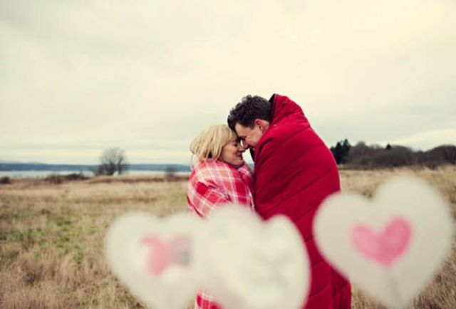 24-Romantic-Valentine's-Day-Engagement-Photo-Ideas9