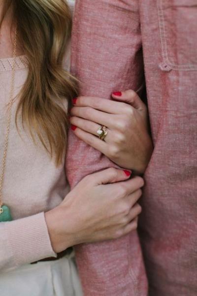 24-Romantic-Valentine's-Day-Engagement-Photo-Ideas16