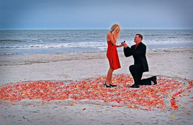 24-Romantic-Valentine's-Day-Engagement-Photo-Ideas14