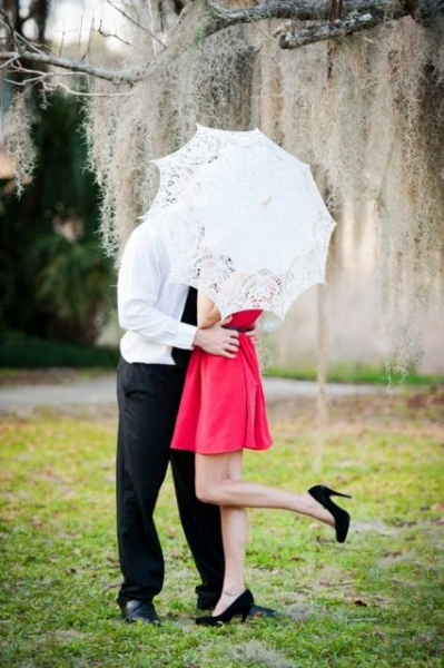 24-Romantic-Valentine's-Day-Engagement-Photo-Ideas23