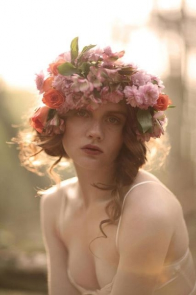 25-Stunning-Spring-Flower-Crown-Ideas-For-Brides11.jpg