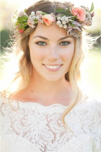 25-Stunning-Spring-Flower-Crown-Ideas-For-Brides12.jpg