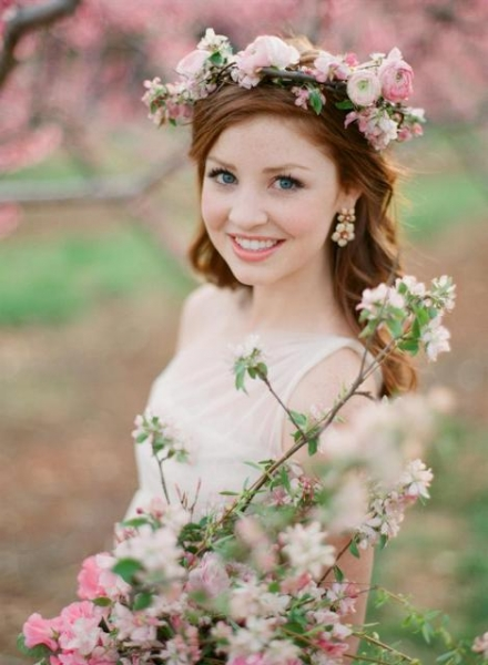 25-Stunning-Spring-Flower-Crown-Ideas-For-Brides15.jpg