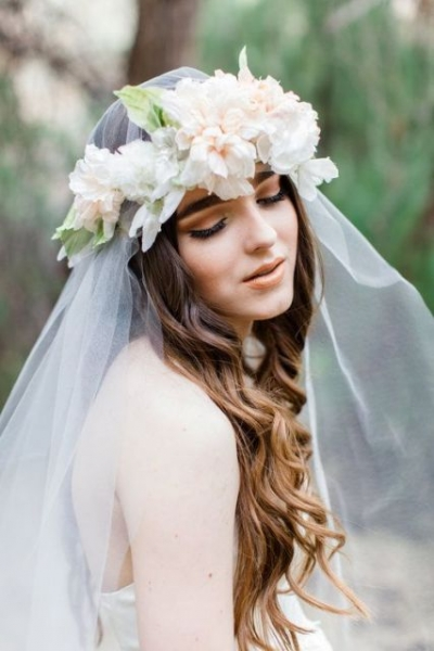 25-Stunning-Spring-Flower-Crown-Ideas-For-Brides17.jpg