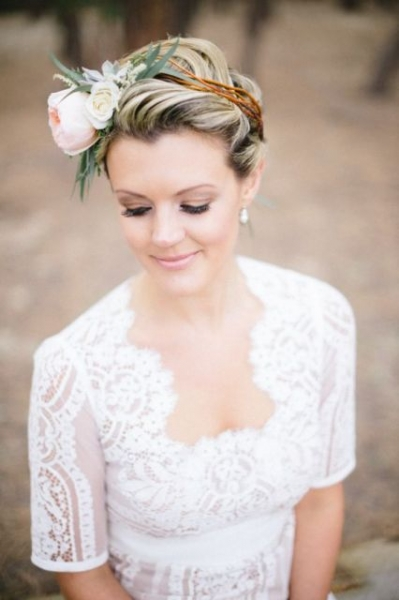 25-Stunning-Spring-Flower-Crown-Ideas-For-Brides19.jpg