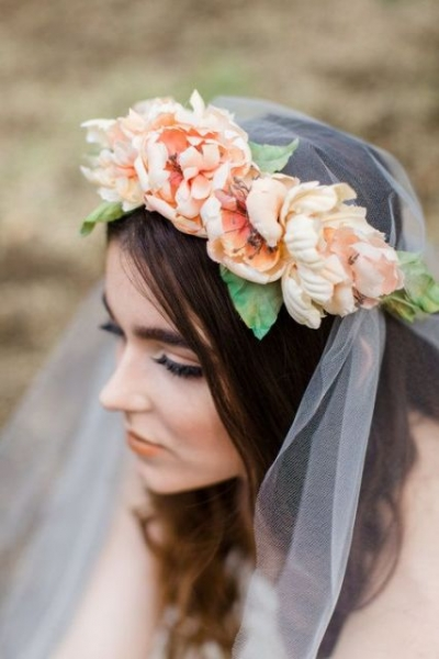 25-Stunning-Spring-Flower-Crown-Ideas-For-Brides20.jpg