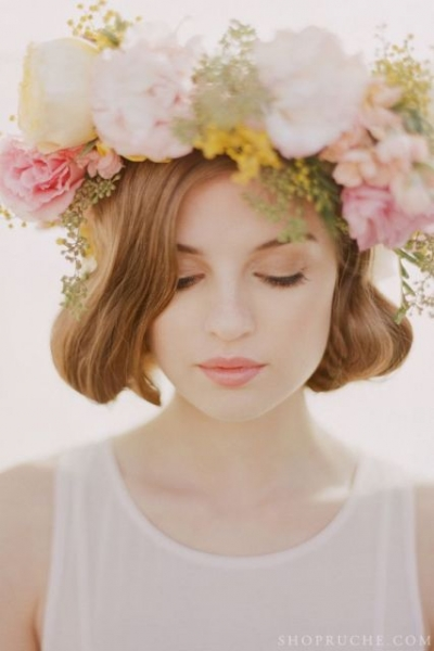 25-Stunning-Spring-Flower-Crown-Ideas-For-Brides21.jpg