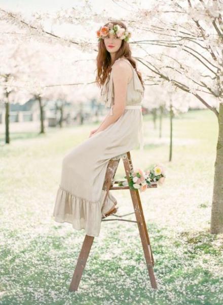 25-Stunning-Spring-Flower-Crown-Ideas-For-Brides23.jpg