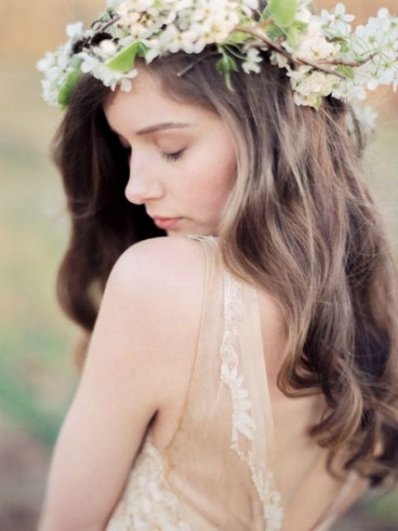 25-Stunning-Spring-Flower-Crown-Ideas-For-Brides24.jpg
