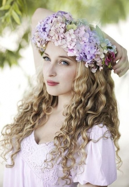25-Stunning-Spring-Flower-Crown-Ideas-For-Brides25.jpg
