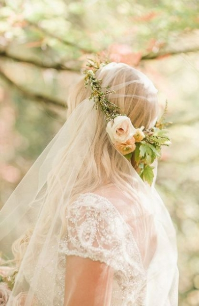 25-Stunning-Spring-Flower-Crown-Ideas-For-Brides3.jpg