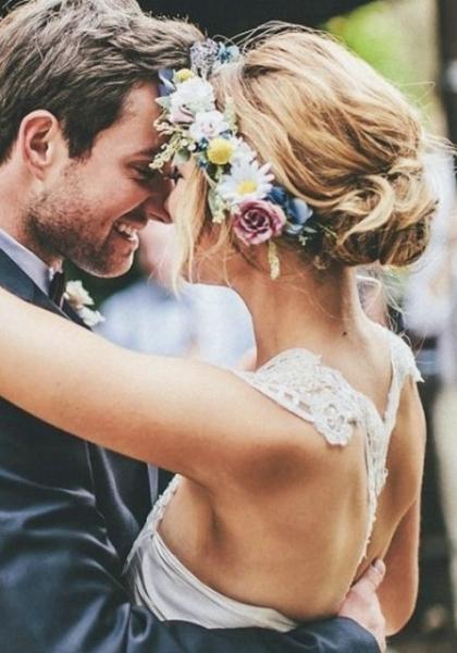 25-Stunning-Spring-Flower-Crown-Ideas-For-Brides4.jpg