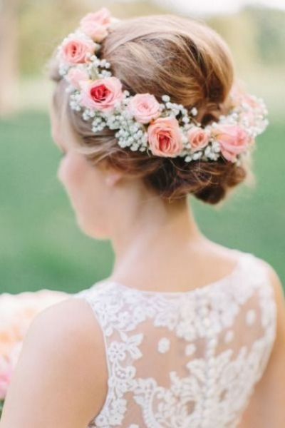 25-Stunning-Spring-Flower-Crown-Ideas-For-Brides5.jpg